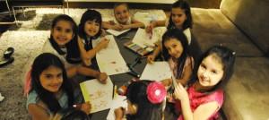 crianças em evento corporativo